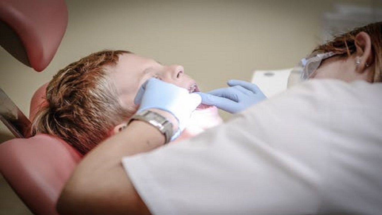 https://www.sorridibene.it/wp-content/uploads/2020/11/dentist-pain-borowac-cure-52527-1280x720.jpeg